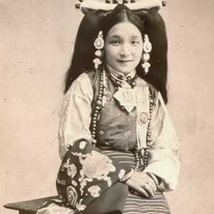 A Tibetan Family History